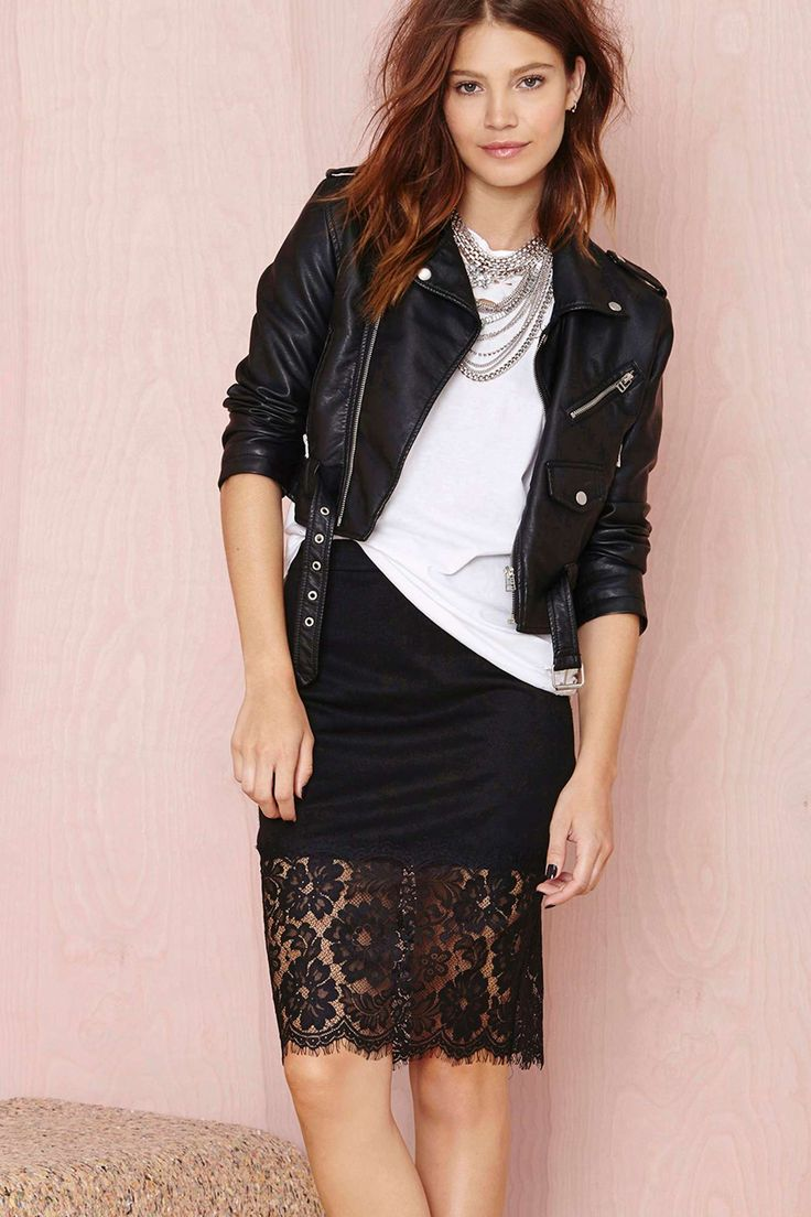 Lace skirt outfit idea