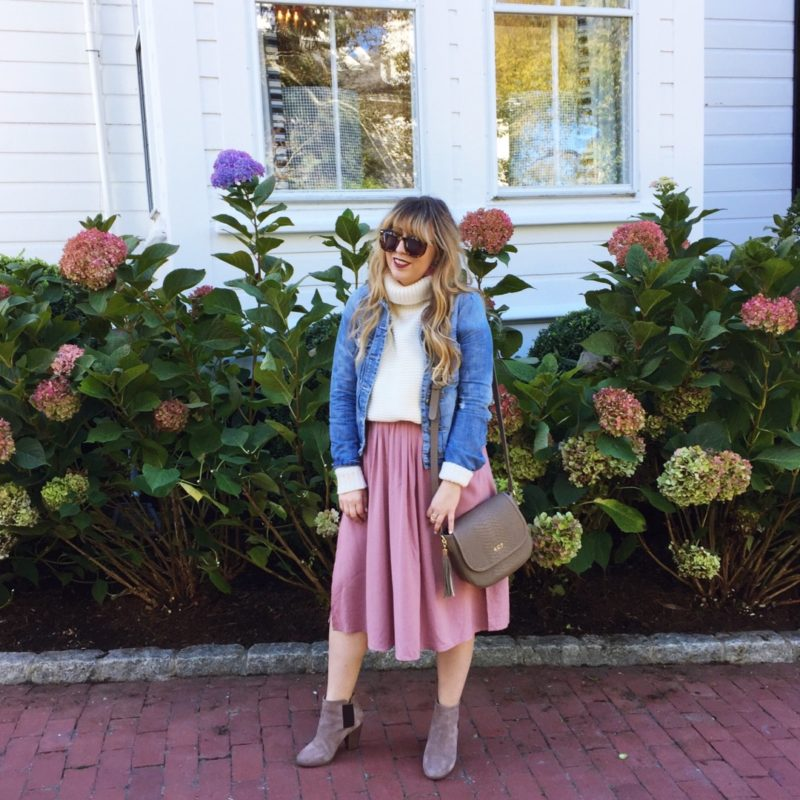 Miami lifestyle blogger Stephanie Pernas in front of the beautiful hydrangea bushes at 76 Main in Nantucket