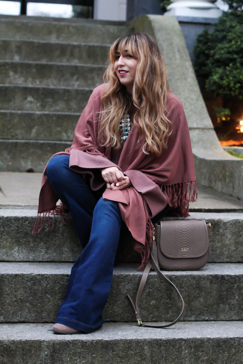 Miami fashion blogger Stephanie Pernas of A Sparkle Factor styles a Forever 21 fringe shawl for a cozy fall outfit