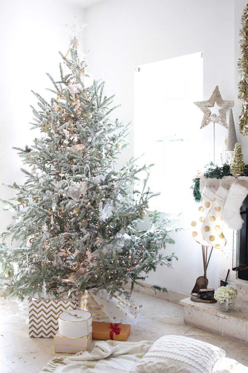 Pretty white and metallic Christmas decorations