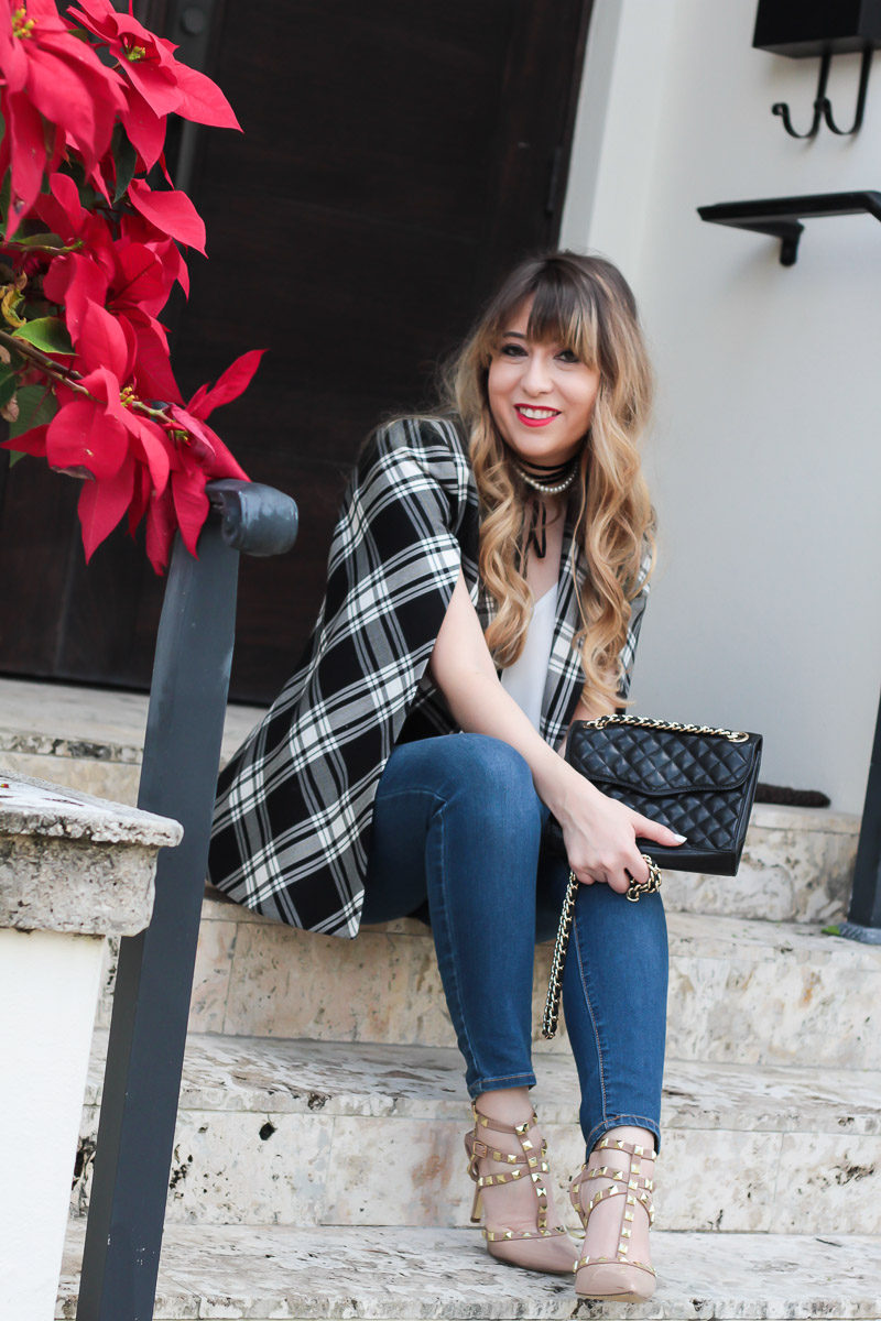 Miami fashion blogger Stephanie Pernas wearing a casual holiday outfit