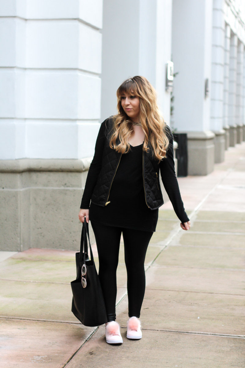 Miami fashion blogger Stephanie Pernas wearing a casual all black outfit