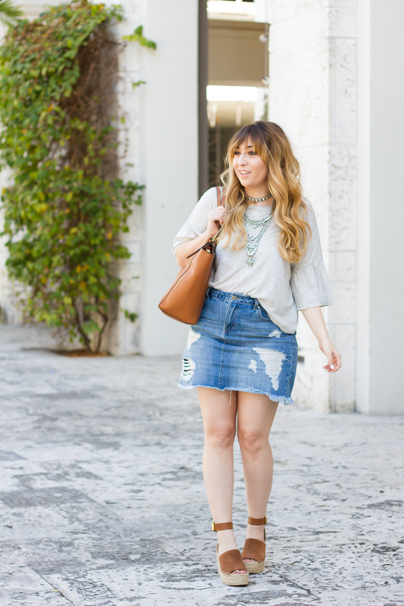 Gray ruffle sleeve tee + jean skirt