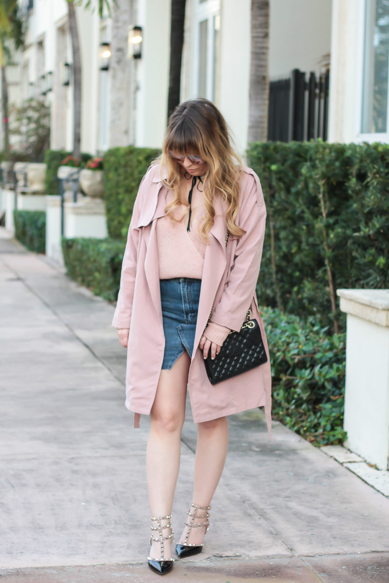 Miami fashion blogger Stephanie Pernas wearing a Forever 21 trench coat and Topshop jean skirt