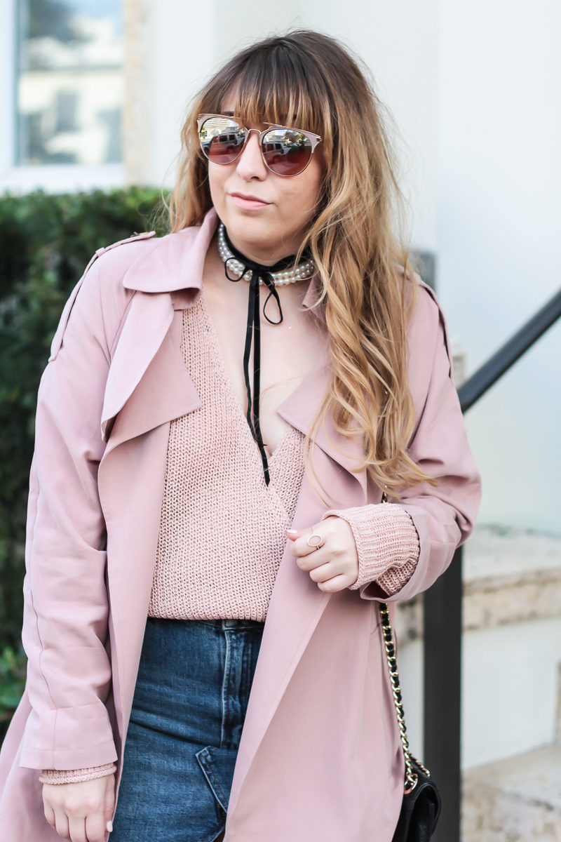 Miami fashion blogger Stephanie Pernas wearing a pearl choker with pink trench coat and surplice sweater