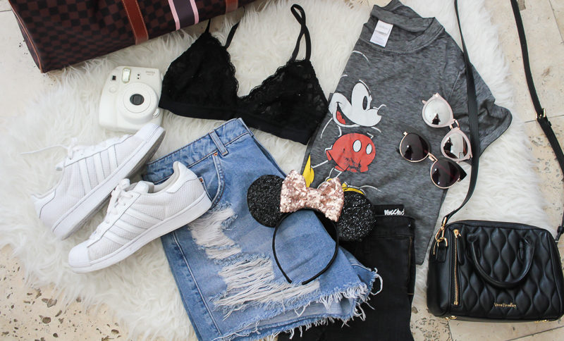 Miami fashion blogger Stephanie Pernas shares what to wear in Disney World and some packing secrets and tips