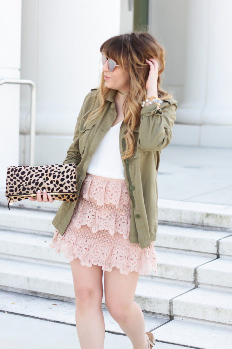 Fashion blogger Stephanie Pernas style a lace skirt outfit idea