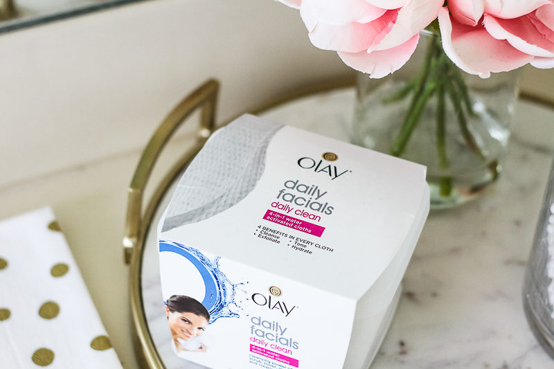 Miami beauty blogger Stephanie Pernas shares a review of Olay Daily Facials Daily Clean 4-in-1 Water Activated Cleansing Cloths