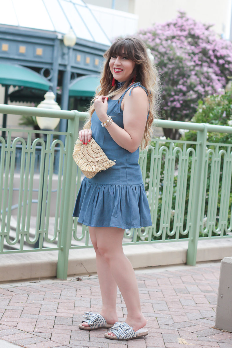 Miami fashion blogger Stephanie Pernas wearing a chambray dress for 4th of July