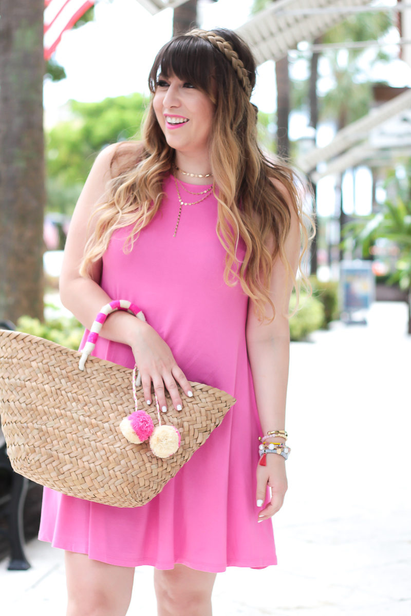 Miami fashion blogger Stephanie Pernas wearing a sleeveless jersey swing dress for summer