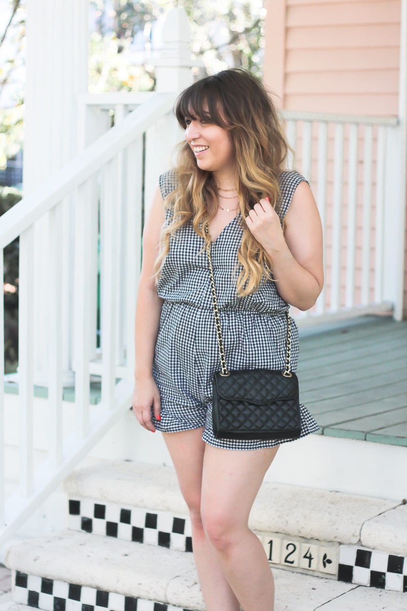 Affordable gingham romper for women worn by Miami fashion blogger Stephanie Pernas