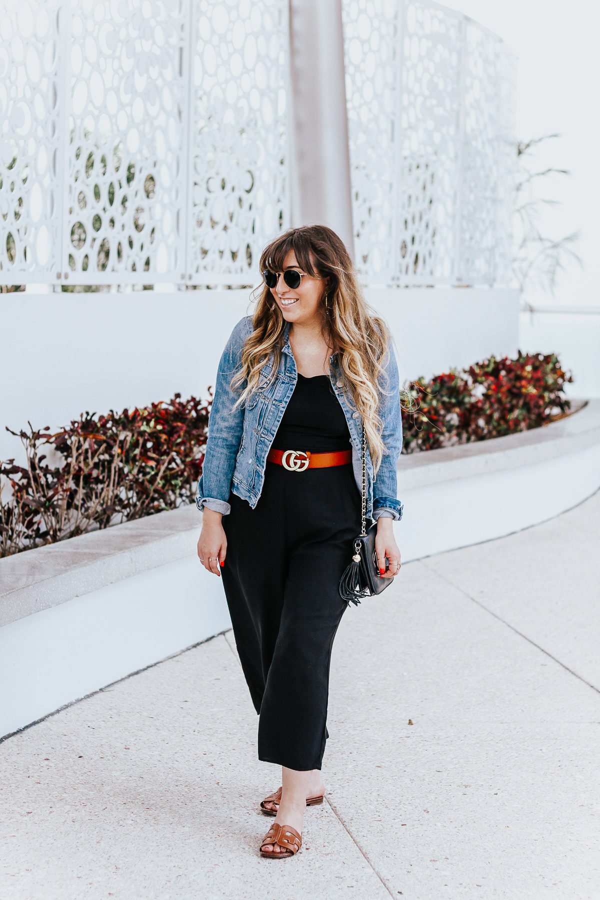 Black culotte jumpsuit outfit for spring-11