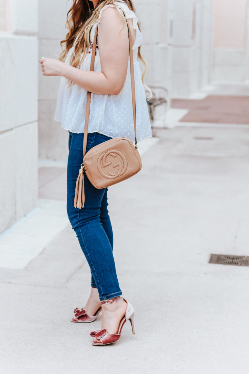 Embroidered babydoll top and jeans outfit idea_-14