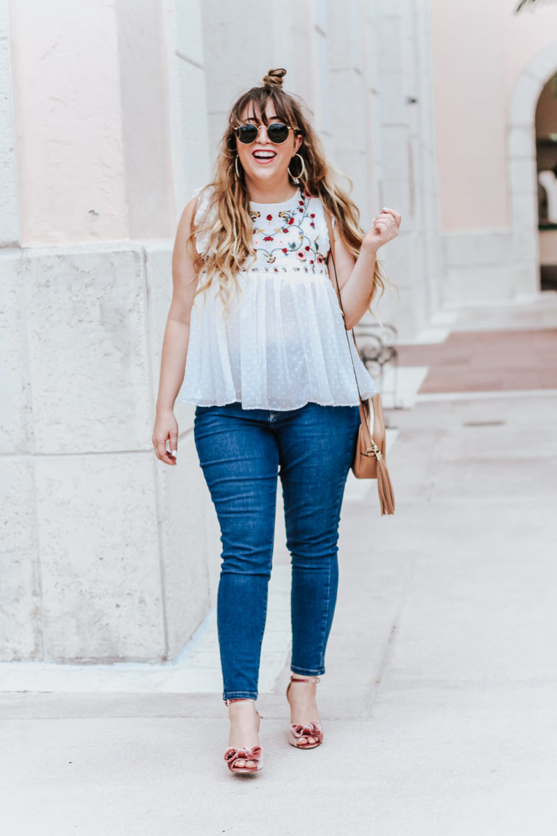 Embroidered babydoll top and jeans outfit idea_-6