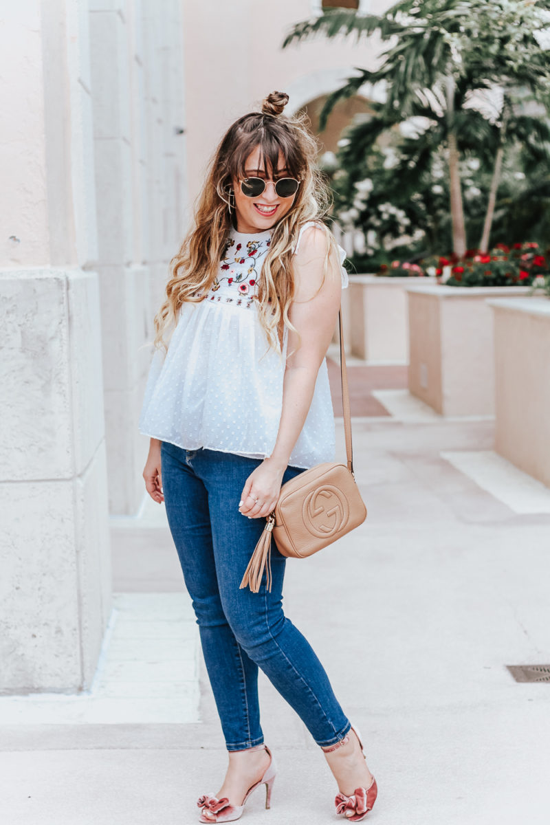Embroidered babydoll top and jeans outfit idea_-7