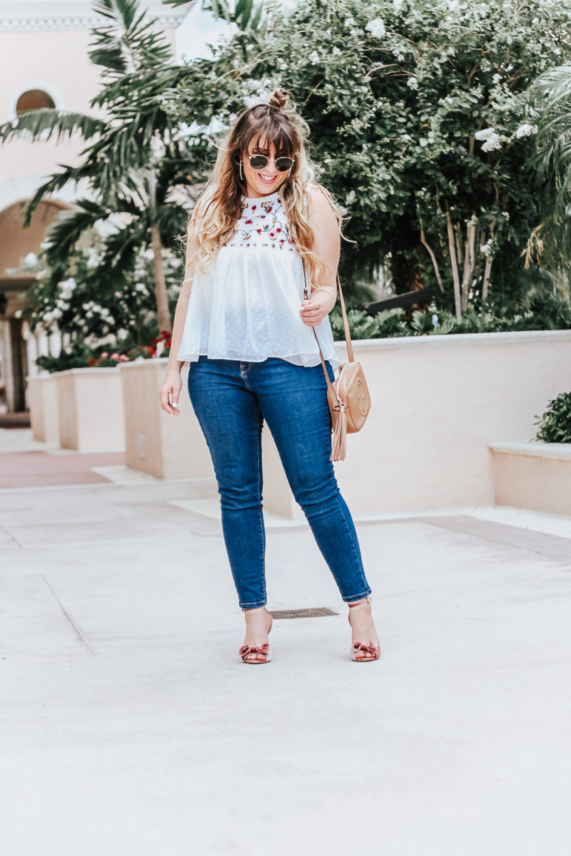 Embroidered babydoll top and jeans outfit idea_-9