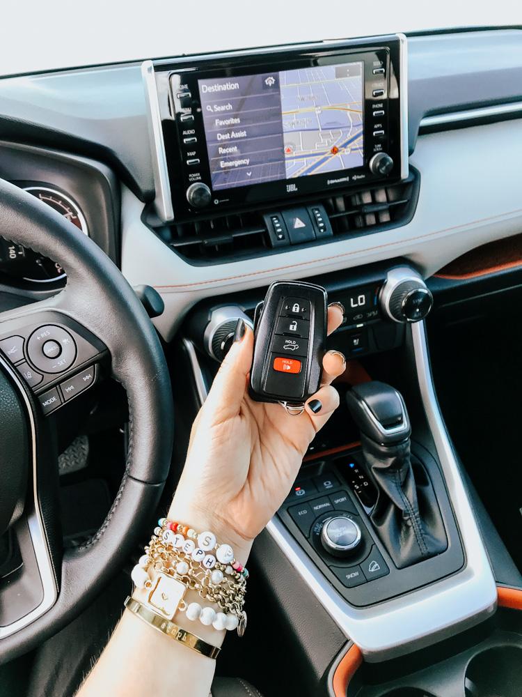 2019-Toyota-RAV4-31