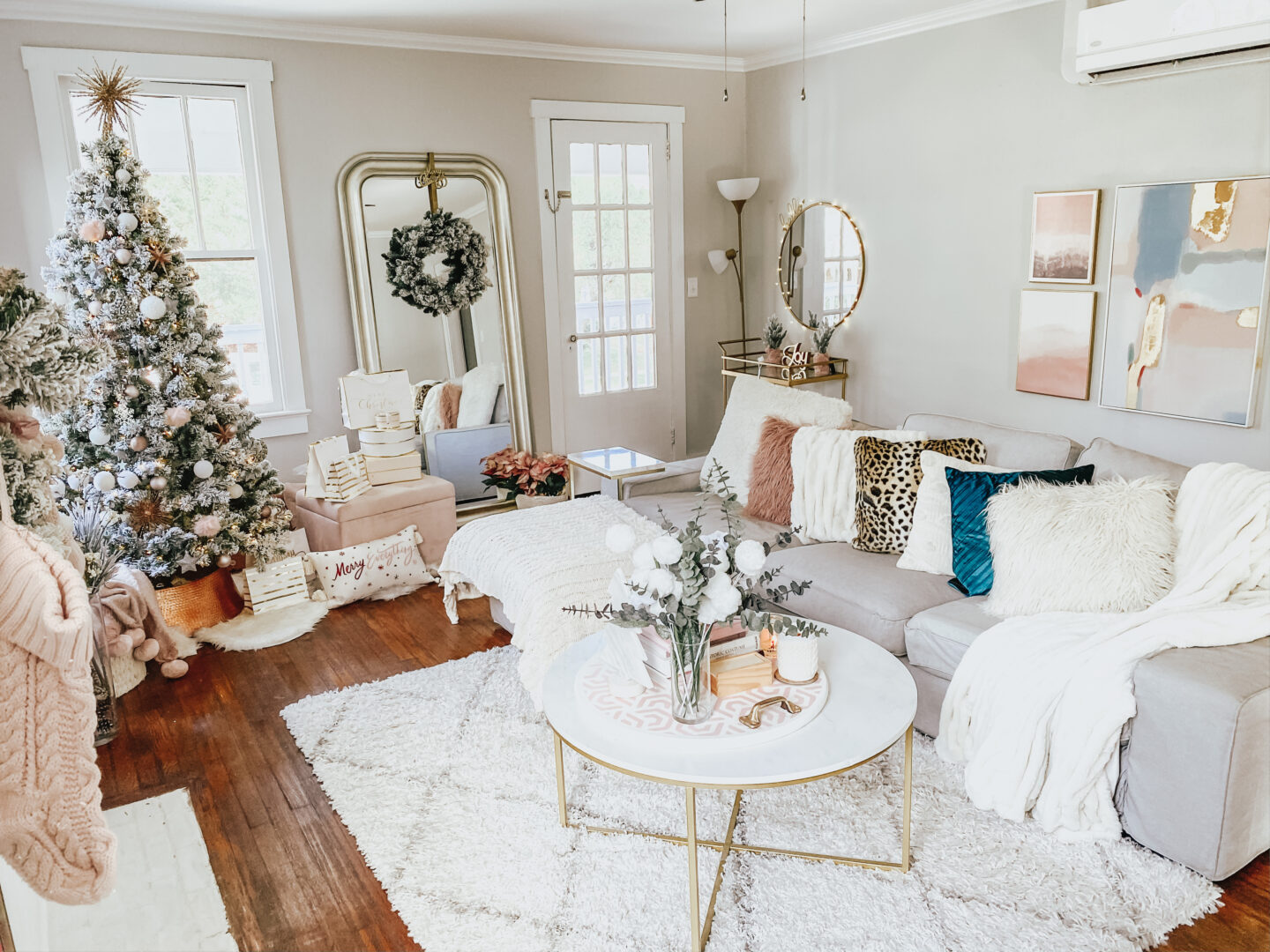 holiday home decor - living room holiday decor