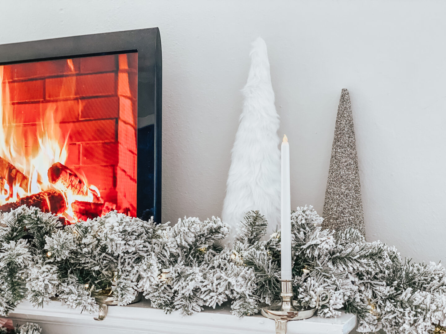 holiday home decor - mantle